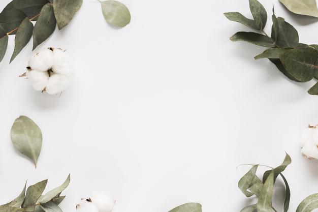 hvidt bord med blomster